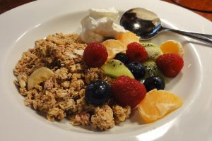 Granola & Fresh Fruit
