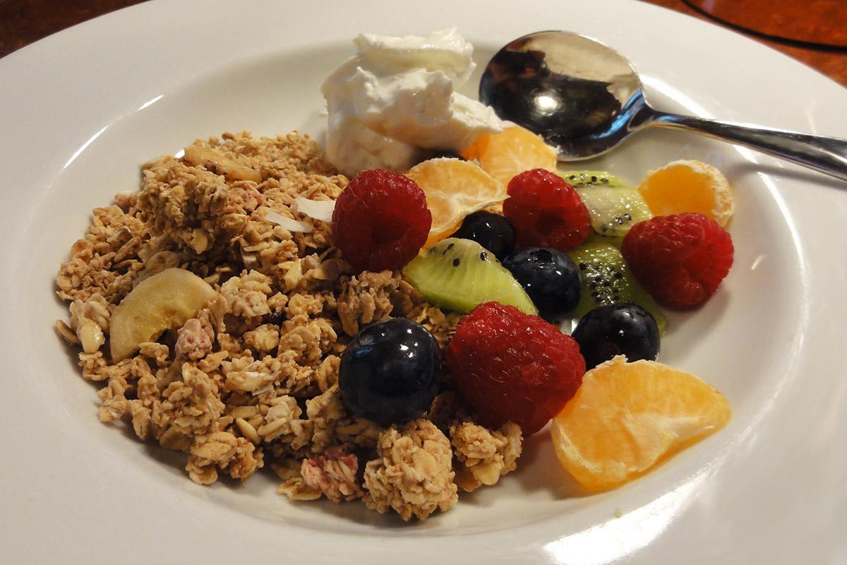 Granola & Fresh Fruit